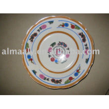 Простой белый керамический салат чаша передний край