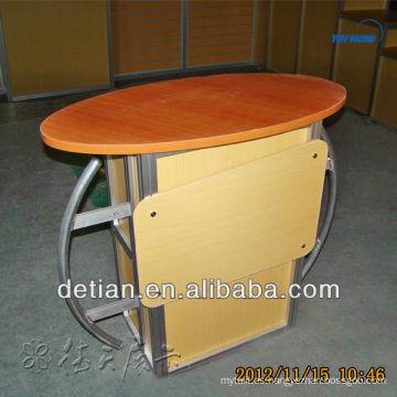 recepción de salón de contador moderno de recepción de buena calidad frente a la mesa