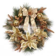 Feuilles décorées de décoration en plastique et décorées de fleurs de Noël