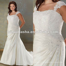 Ceintures de spaghetti en dentelle en taffetas robe de mariée plissée et perlée en corsage
