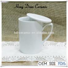 Белая керамическая кружка с крышкой, фарфоровая кружка 300 мл оптом, керамическая кружка с подстаканником / крышкой