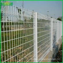 Белый цвет Горячий окунутый оцинкованный BRC сварной сетчатый забор