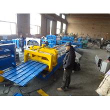 Machine de formage de panneaux de tuiles en toiture