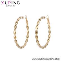 A forma oval do melhor vendedor 93147 perla os brincos da aro da liga de cobre da cor do ouro 18k da aro para senhoras