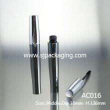 Leeres schwarzes Aluminium-Wimperntusche-Paket