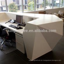 Mesa de recepção de superfície sólida com forma de diamante, recepção moderna