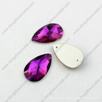 La forma decorativa de la gota cose en la piedra para los accesorios de la ropa
