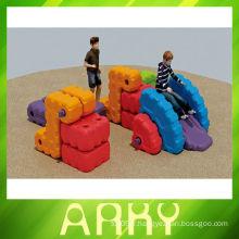 L'ancienne combinaison de roues d'eau Jouer des jouets d'un bloc de jouets en plastique