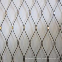 Cerca de cuerda de metal más animales