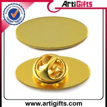 Позолоченный круглый значок формы