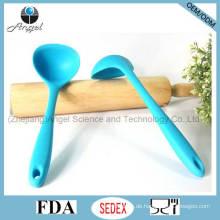 Heißer Verkaufs-Silikon-kochender Löffel für Küche-Werkzeug-Silikonsuppe-Löffel Sk14