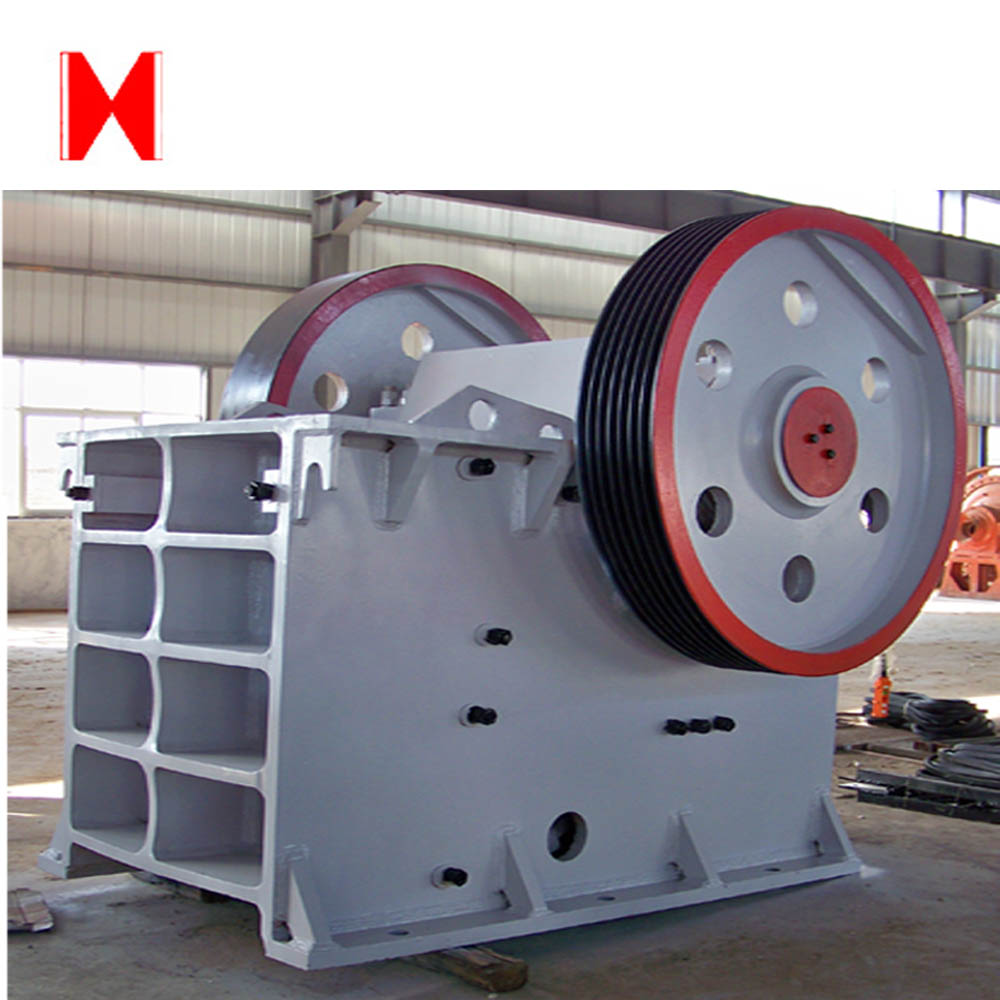 Sand and gravel crushing and screening machinery