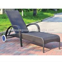 Jolie chaise longue en rotin PE amovible
