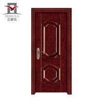 Входная дверь квартиры из стали, изготовленной из высококачественной древесины.