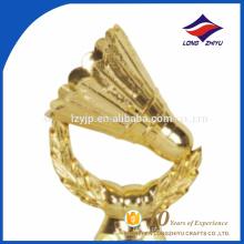 Troféus criativos de badminton de metal dourado para prêmios esportivos