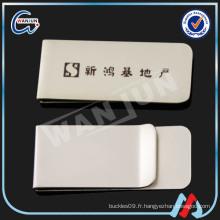 Titulaire de la carte de paiement en argent blanc Titanium