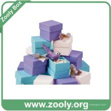 Boîte en carton en papier cadeau en plusieurs couleurs