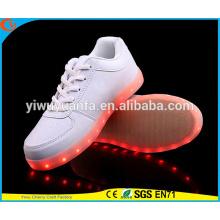2016 горячий продавая свет мигает кроссовки LED обувь