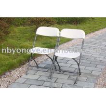 Chaise pliante en plastique reliant