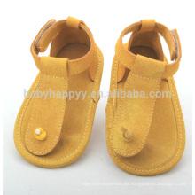 Los zapatos suaves de cuero al por mayor del bebé forman a las sandalias lindas