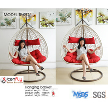 Simple assembly heavy duty patio hanging egg swing chair.