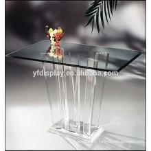 Meubles acryliques à la maison de table
