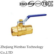 Vávula de bola manual roscada de cobre amarillo 2PC para el agua con la manija