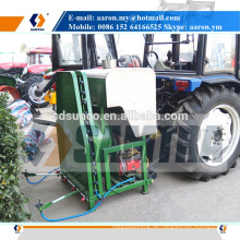 Traktor montiert Nebelsprüher für Weinberg-Tools