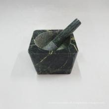 Quadratischer grüner Marmormörser und Pistill