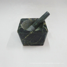 Mortero y maja de mármol verde de forma cuadrada