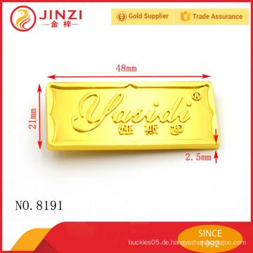 Modische maßgeschneiderte Metalllogos oder Etiketten für Taschen mit schönem Aussehen und Qualität