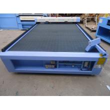 China máquina de corte a laser de couro com servo motor