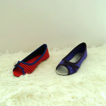 Niedrige Keilpumpen mit Peep Toe und Bögen Stil für Kinder Schuhe Kinder Schuhe