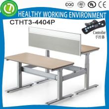 JP MORGAN CHASE & CO. Verwendet zwei Sitze sitzen, um elektrisch höhenverstellbarer Tisch zu stehen