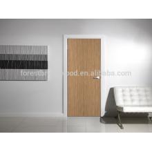 Geschnitzte Holztür des einfachen Designs Innenraum