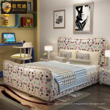 Joli lit de chambre à coucher mignon