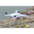 Drone da pesca in mare con fish finder sonar