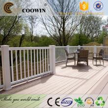 Balcón exterior cubierta de madera compuesto