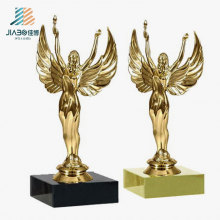 Trofeo de oro del metal del regalo promocional de los productos de la venta superior para el recuerdo