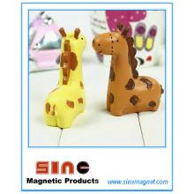 Mini imán de jirafa de beso / decoración de artesanías de resina / regalo de vehículo