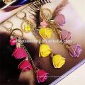 Modèles novateurs de gomme fleur rose porte-clés en cuir