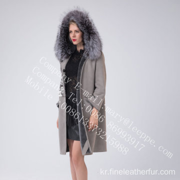 두건을 붙인 스페인 Merino Shearling Coat in Winter