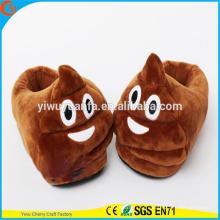 Hot Sale Charming Style Interior Quarto Warm Plush Poop Emoji Chinelos para crianças e adultos Cover Heel