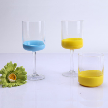 Ensemble de verres colorés au design unique