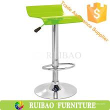 Prateleiras de cadeira de acrílico limpas de design moderno Uesd no mobiliário de bar