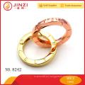 El anillo de moda de los anillos del metal grabó para los bolsos con aspecto y calidad hermosos