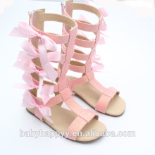La última manera embroma las sandalias del gladiador del bowknot del color de rosa de la muchacha