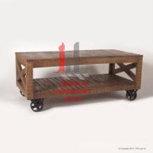 Natürliches Holzplasma mit eisernen Rädern