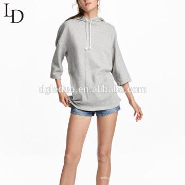 Las mujeres grises llanas personalizadas de gran tamaño caen las sudaderas con capucha del pañuelo del jersey del hombro