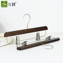 cabide de calças de madeira retrô com clipes de metal